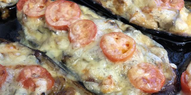 Баклажаны, фаршированные мясом и грибами